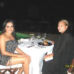 cenando en el club de playa