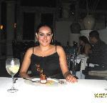 cenando en restaurante Emiliano