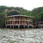 Vista de las habitaciones sobre el agua