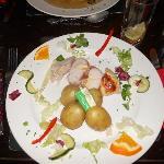 Delizioso pollo e pancetta con patate novelle
