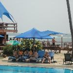 Photo de Bahari Beach Hotel