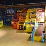he Underground Amusement Centre(4)