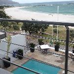vue sur la terrase et piscine