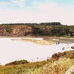 Antes de desembocar el rio forma una pequeña laguna tras el arenal.