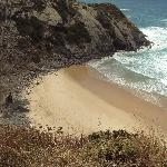 Cala contigua a la playa de Odeceixe a la que se accede desde ella.