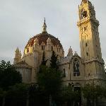 atardecer en la maravillosa iglesia de estilo bizantino