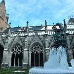 Bevroren fonteintje in de kloostertuin.