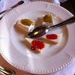Antipasti freddi: ricotta con marmellata di pomodori verdi ....