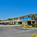 Super 6 Inn and Suites Pensacola