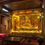 Golden Buddha in Wat Langka