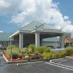 Quality Inn & Suites Livonia