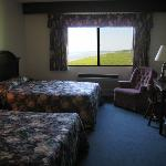 Guest room - lakeside queen 01