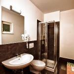 Nebbiolo bathroom