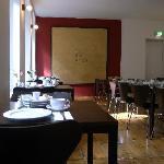 静かな朝食部屋。