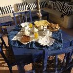 Petit déjeuner en terrasse, au soleil...