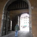 a unica cidade italiana com toda a muralha completa