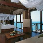 Ocean Front Pool Villa Suite - Bedroom