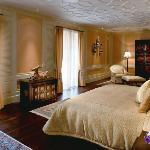 Grand Deluxe 2- bedroom Mandarin Suite