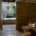 Bathroom of twin bed