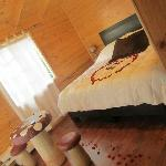 La habitación preparada muy romántica para mi pareja y para mi