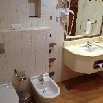 Room 907 - master bedroom bathroom