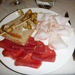 Antipasto: lardo, mocetta, miele e castagne... delizioso!