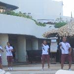 Dançarinos para nos divertir na hora do banho de sol