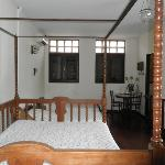 four poster bed and 2 single beds in Family Room