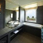 Suite vue lac - la salle de bains
