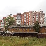 жилые дома возле гостиницы