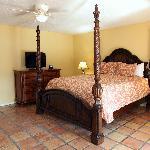 La Maison Deluxe King Guestroom
