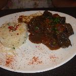 Boeuf Bourguignon (carne marinada con vino tinto) especialidad francesa