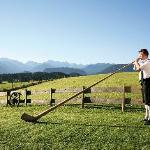 Chef Bläst Alphorn, tolle Aussicht von Terrasse