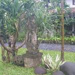 Hotel Santika : Beautifully decorated gardens
