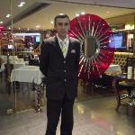 Huseyin en el Lobby-Bistro
