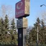 Econo Lodge sign