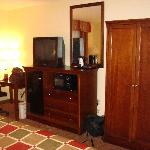 Room 308 Desk / Refrigerator / Microwave
