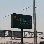 Quality Inn Des Moines Sign
