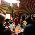 In der Guts-Jurte mit mongolischen Freunden