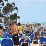 Playa llena de gente (2600 habitaciones)