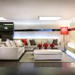 Main Lounge (2F)