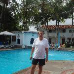 En la piscina del hotel