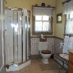 large bathroom for Tuccamirgin room