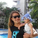 La piscina de día mi prima y mi beba