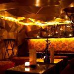 The mezzanine bar, to take a drink with a shisha flavour
