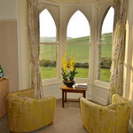 Hardy Room - Soak up the hillside views!