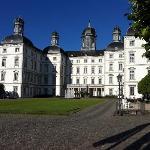 Grandhotel Schloss Bensberg frontal view