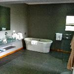 Huge bathroom... and so?