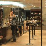I tre Mercanti store front
