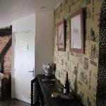 Gedeelte van de zitkamer met authetieke vloertegels